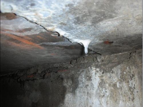 地下室顶板漏水.jpg